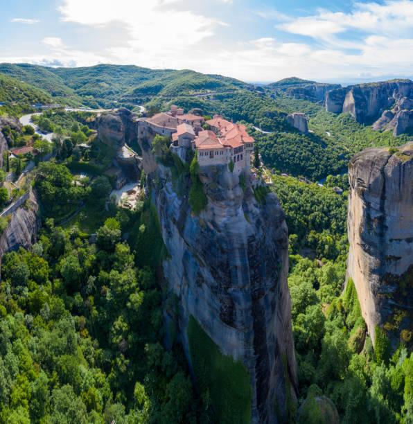 meteores grecs monasteres montagnes