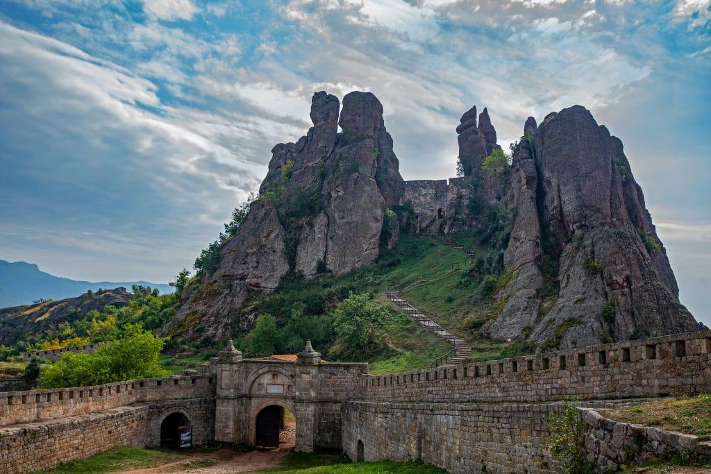 montagnes et chateau en bulgarie culture tout savoir pays europe